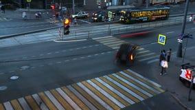 Moscou; Rússia, julho-quinto-Dois mil dezesseis anos; estrada transversaa vívida na noite do dia de trabalho, video estoque