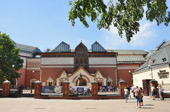 Moscou, Rússia, junho, 01,2014, cena do russo: Galeria de arte de passeio do nearTretyakov dos povos Imagem de Stock