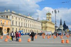 Moscou, Rússia, maio, 19, 2017 A construção dos estação de caminhos-de-ferro centrais do departamento, do Leningradsky e do Yaros Imagem de Stock Royalty Free