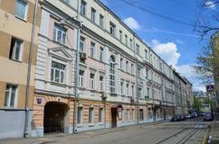 Moscou, Rússia, maio, 19, 2017 Pista de Furmanny, 3-5 Casas rentáveis de A g Gerasimov 1899, arquiteto N d Butusov, 1897, arco Imagens de Stock Royalty Free