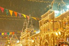 Moscou, Rússia, o 4 de dezembro de 2018: Moscou decorou por feriados do ano novo e do Natal GOMA justa no quadrado vermelho imagem de stock royalty free