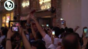Moscou, Rússia, o 28 de junho de 2018 campeonato do mundo Rússia de FIFA 2018 fãs por todo o lado no mundo está feliz encontrar-s vídeos de arquivo