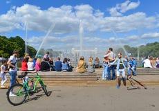 MOSCOU, RÚSSIA - 26 06 2015 Parque de Gorky - central Imagens de Stock Royalty Free