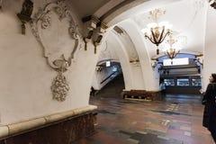 Moscou, Rússia 26 pode de Arbatskaya a estação 2019 de metro é ficada situada no coração da cidade perto da rua popular do turist fotos de stock royalty free