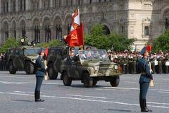 Moscou, Rússia - podem 09, 2008: celebração da parada de Victory Day WWII no quadrado vermelho Passagem solene do equipamento mil Fotografia de Stock Royalty Free