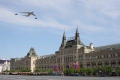Moscou, Rússia - podem 09, 2008: celebração da parada de Victory Day WWII no quadrado vermelho Passagem solene do equipamento mil Imagens de Stock Royalty Free