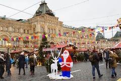 Moscou, Rússia, quadrado vermelho da decoração do Natal em Moscou gum imagens de stock royalty free