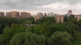 Moscou, R?ssia - 15 de maio 2019 Distrito do parque Druzhby e do Levoberezhnyy vídeos de arquivo