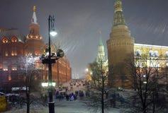 moscou Rue de Kremlin L'hiver blizzard image stock