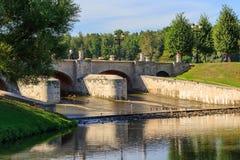 Moscou, Russie - 12 août 2018 : Constructions de béton armé de barrage de Tsaritsyn dans la Musée-réservation Tsaritsyno sur un s images libres de droits