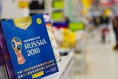 MOSCOU, RUSSIE - 27 AVRIL 2018 : Album officiel pour des autocollants consacrés à la coupe du monde de la FIFA RUSSIE 2018 sur le Image libre de droits