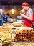 Moscou, Russie - 12 avril 2016 : chef de pâtisserie en café Images libres de droits