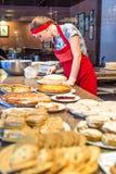 Moscou, Russie - 12 avril 2016 : chef de pâtisserie en café Photo libre de droits