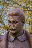 MOSCOU, RUSSIE AVRIL, 24, 2018 : Fermez-vous de la sculpture en bronze de Joseph Vissarionovich Stalin, en parc tombé de monument Image stock