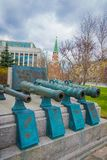 MOSCOU, RUSSIE AVRIL, 24, 2018 : Objets exposés de vieux troncs militaires des canons antiques La collection incorpore le vieux r Photo stock