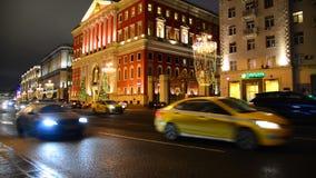 Moscou, Russie - 22 décembre 2016 bâtiment de ville hôtel de Moscou sur la rue de Tverskaya avec l'illumination de Noël à clips vidéos