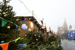 MOSCOU, RUSSIE - DÉCEMBRE 2017 : Noël et nouvelle année sur la place de Manege Saisons de Moscou de festival Image libre de droits