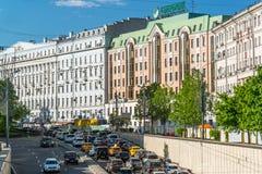 Moscou, Russie -03 en juin 2016 Vue de boulevard de Nikitsky du secteur de porte d'Arbat Photos stock