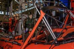 Moscou, Russie - 25 février 2017 : Support des sauveteurs à la chasse et à la pêche d'exposition chez VDNKh Images libres de droits