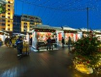 MOSCOU, RUSSIE - 10 janvier 2018 Boutiques commerciales sur le festival pendant des vacances de Noël Photos libres de droits