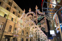 MOSCOU, RUSSIE - 10 janvier 3016 Festival - lumière de Noël - sur la rue Nikolskaya au centre de la ville Images libres de droits
