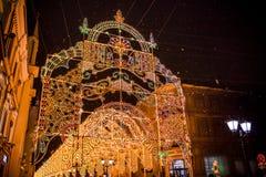 MOSCOU, RUSSIE - 7 JANVIER 2016 : Voûtes légères sur la rue de Nikolskaya à Noël à Moscou photos stock