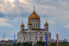 Moscou, Russie - 19 juin 2018 : Cathédrale du Christ le sauveur à Moscou contre le ciel avec les nuages dramatiques dans le jour  images libres de droits