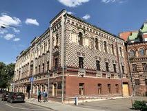 Moscou, Russie, juin 20, 2019 Les gens marchant près de l'ancienne maison de demeure du metochion patriarcal de Constantinople da photo libre de droits