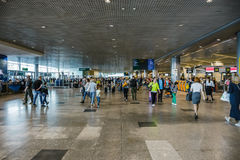 MOSCOU, RUSSIE - 29 mai 2017 : Airpor de Domodedovo à l'intérieur d'intérieur avec des passagers Image stock