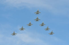 Moscou, Russie, mai, 09, 2015 Avions de vol au-dessus de place de Rred à Moscou Images stock