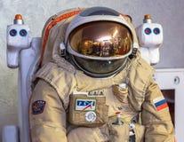 MOSCOU, RUSSIE - 31 MAI 2016 : Combinaison spatiale russe d'astronaute dans le musée d'espace Photo stock