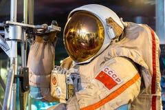 MOSCOU, RUSSIE - 31 MAI 2016 : Combinaison spatiale russe d'astronaute dans le musée d'espace Photos stock