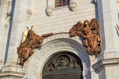 Moscou, Russie - 3 mai 2018 : Fragment de façade avec des figures des saints de la cathédrale du Christ le sauveur à Moscou images stock