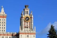 Moscou, Russie - 3 mai 2019 : L'horloge sur la tour du b?timent principal de Moscou Universit? d'?tat photographie stock libre de droits