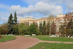 Moscou, Russie - 3 mai 2019 : La place devant le bâtiment principal de Moscou Université d'État et le corps enseignant de la chim photographie stock