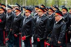 MOSCOU, RUSSIE - 8 MAI 2017 : Le général de l'armée VALERY GERASIMOV et du collégium du MINISTÈRE DE LA DÉFENSE a étendu une guir Image stock