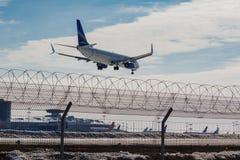 Moscou, Russie - 14 mars 2019 : Avions Boeing 737-800 VQ-BIZ des lignes aériennes de Yakutia s'attaquant au débarquement à l'aéro photo stock
