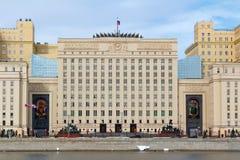 Moscou, Russie - 25 mars 2018 : Bâtiment du ministère de la Défense de la Fédération de Russie sur un fond de ciel bleu photographie stock