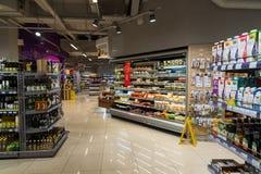 Moscou, Russie - 18 mars 2017 L'intérieur des produits de magasin Azbuka Vkusa dans Zelenograd Photo stock