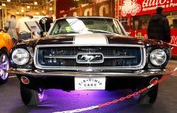 MOSCOU, RUSSIE - 9 MARS : Rétro mustang de Ford d'automobile au X Photos stock
