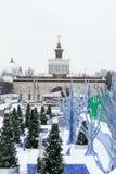 MOSCOU, RUSSIE - 29 novembre 2016 : Parc VDNKh, la piste de patinage Photo libre de droits