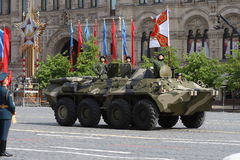 Moscou, Russie - peuvent 09, 2008 : célébration de défilé de Victory Day WWII sur la place rouge Passage solennel d'équipement mi Photographie stock
