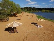 Moscou, Russie - peuvent 07 2018 plage de ville sur l'étang dans Zelenograd Photos stock