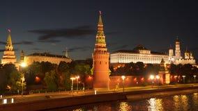 Moscou, Russie Remblai de Kremlin la nuit banque de vidéos