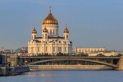 Moscou, Russie - 2 septembre 2018 : Cathédrale du Christ le sauveur à Moscou sur un fond de pont de Bolshoy Kamennyi dans ensolei photo stock