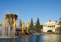MOSCOU, RUSSIE - 16 SEPTEMBRE 2014 : L'ENEA, vue de l'amitié de fontaine des peuples Images stock