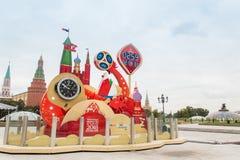MOSCOU, RUSSIE - 28 SEPTEMBRE 2017 : Observez le compte à rebours avant le début de la coupe du monde de la FIFA 2018 à la place  Images stock