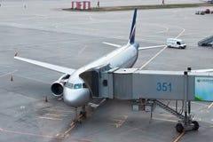 MOSCOU, RUSSIE - 3 SEPTEMBRE 2014 : ` V d'Airbus-a320 d'avion ` De Surikov d'Aeroflot - les lignes aériennes russes embarquent le Image stock