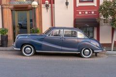 MOSCOU, RUSSIE - 30 septembre 2018 : Vieille voiture de vintage garée sur M photos stock