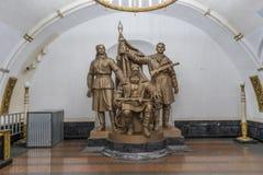 Moscou, Russie - statue soviétique d'ère entre les stations de métro images libres de droits